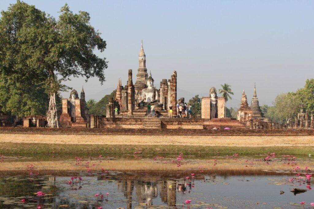 parco archeologico di sukhothai wat mahatha