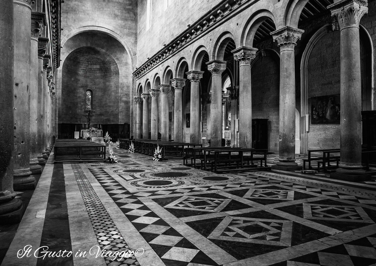 week end a viterbo, cattedrale san lorenzo interno