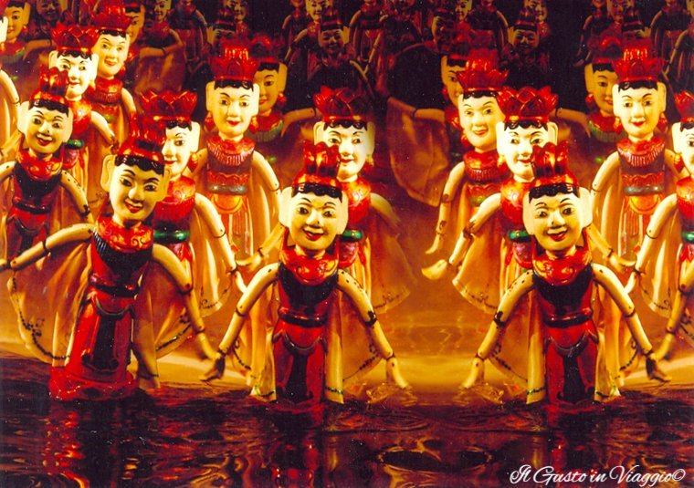 Thang long water puppet show di Hanoi e le sue marionette galleggianti.