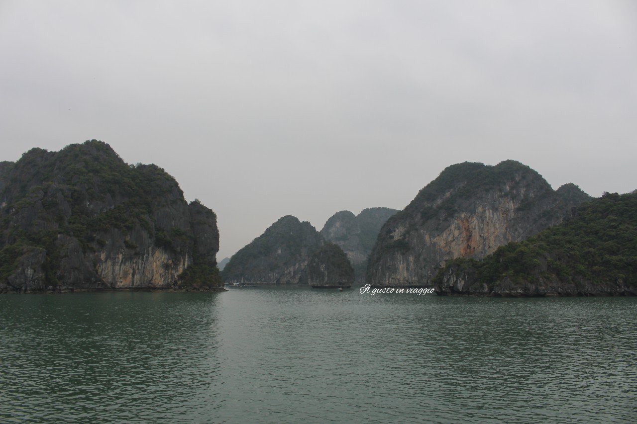 crociera nella baia di halong ha long bay vietnam