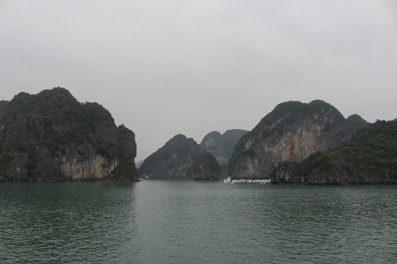 crociera nella baia di halong ha long bay vietnam