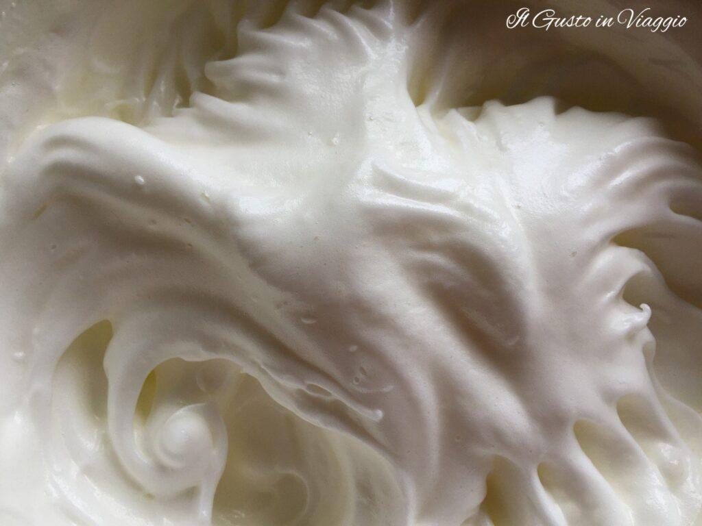 torta raffaello albumi montati a neve pan di spagna alto e soffice