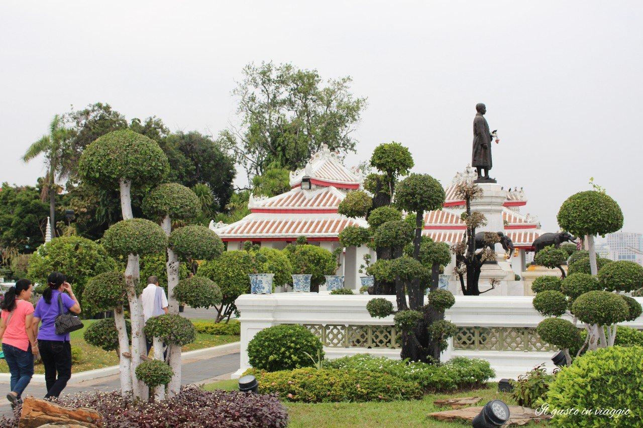 visitare il wat arun wat arun bangkok giardini garden bangkok thailandia