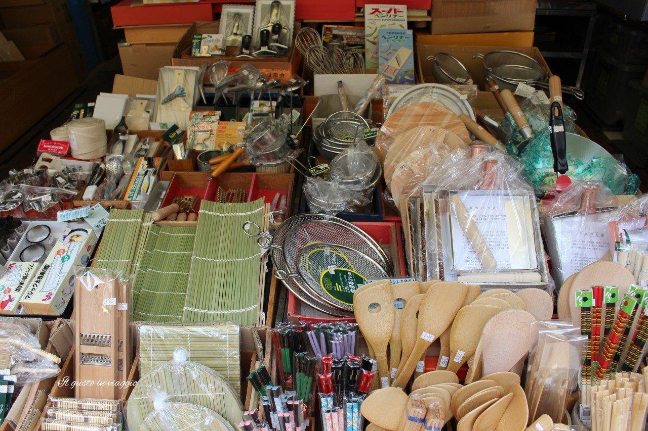 vasellame mercato pesce tokyio tsukiji market