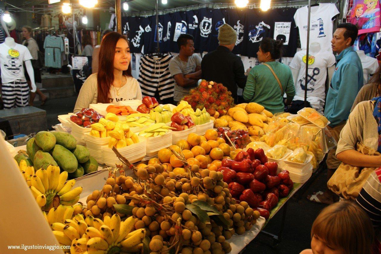 due giorni a chiang mai, night market chiang mai