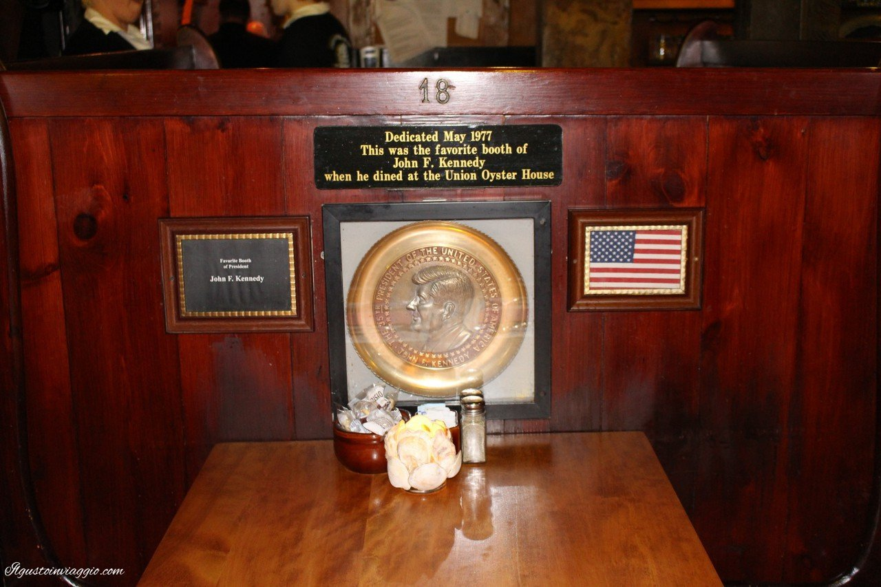 mangiare la clam chowder a boston kennedy booth union oyster house