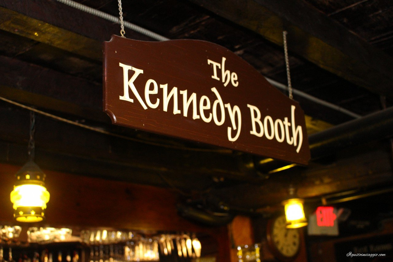 mangiare la clam chowder a boston union oyster house boston the kennedy booth