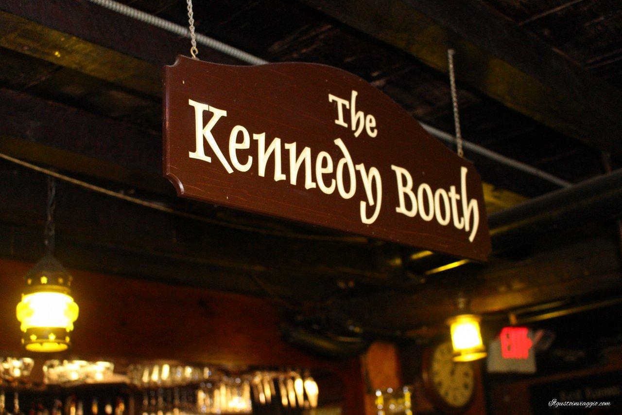 mangiare la clam chowder a boston union oyster house boston the kennedy booth