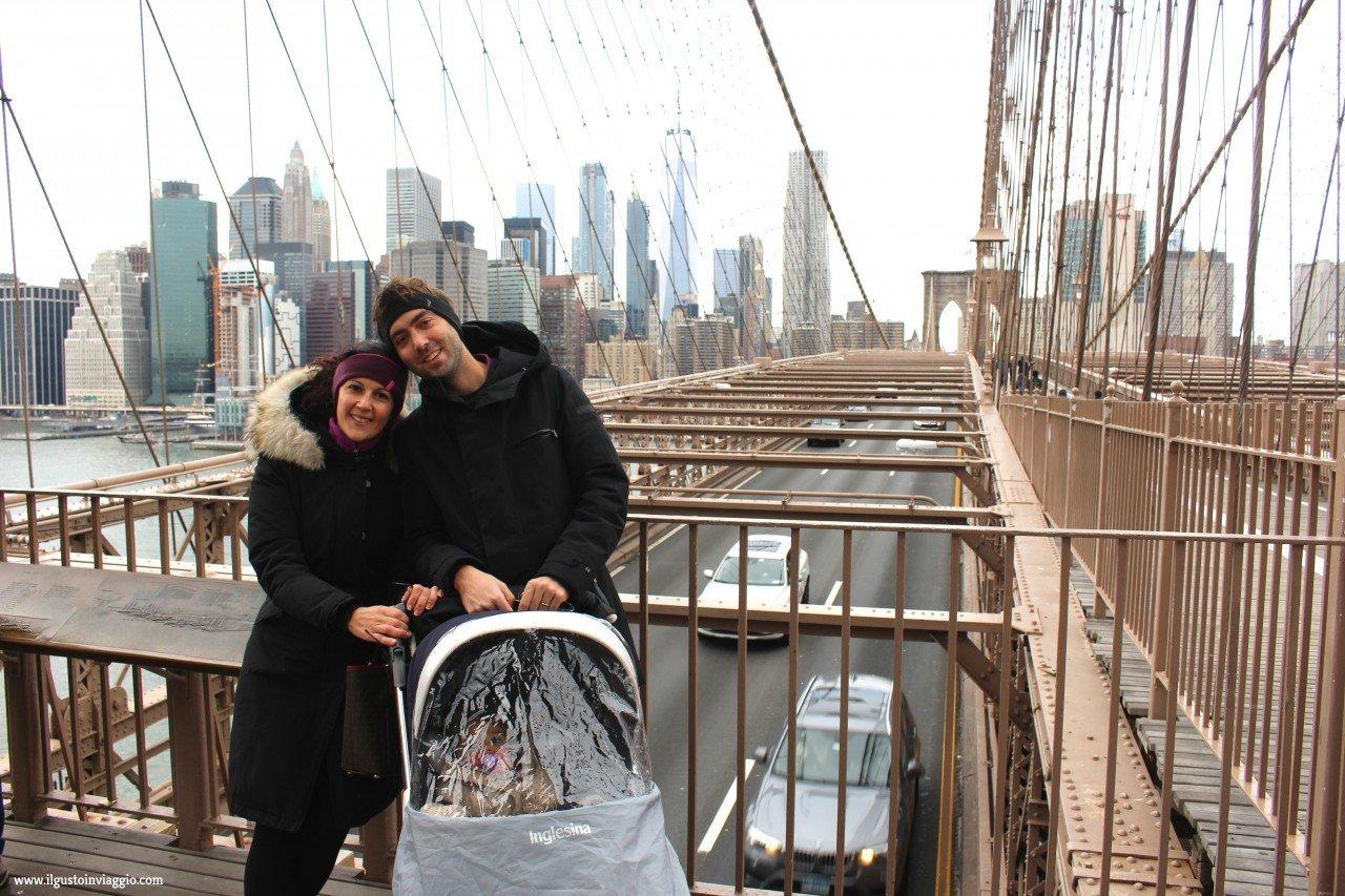 attraversare il ponte di brooklyn new york