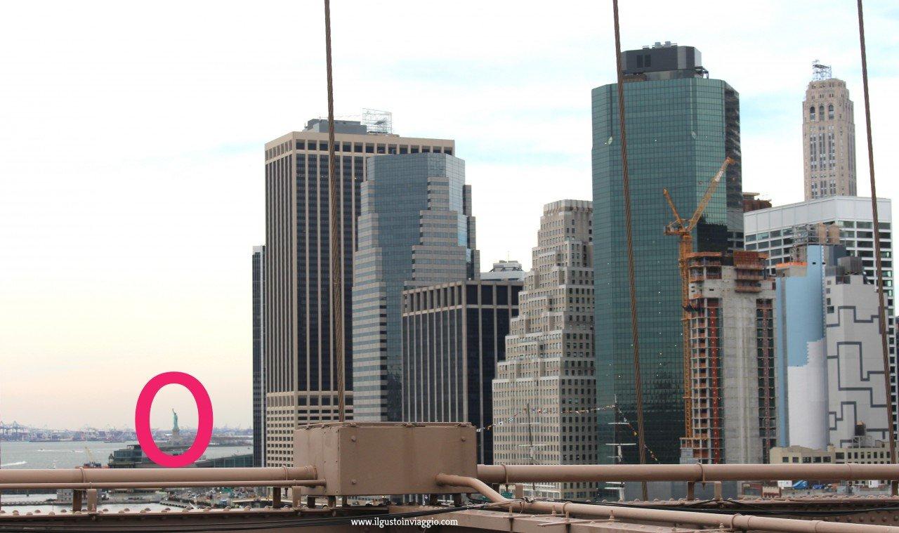 Attraversare il Ponte di Brooklyn, brooklyn bridge New York, miss liberty