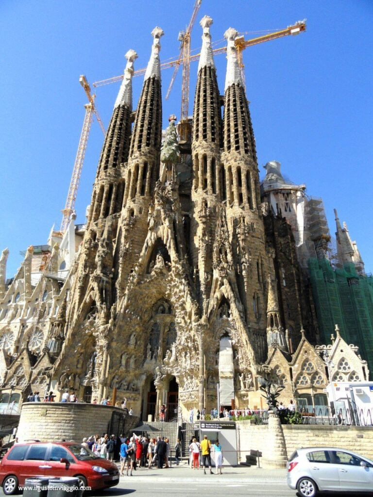sagrada familia, antoni gaudi, week end a barcellona