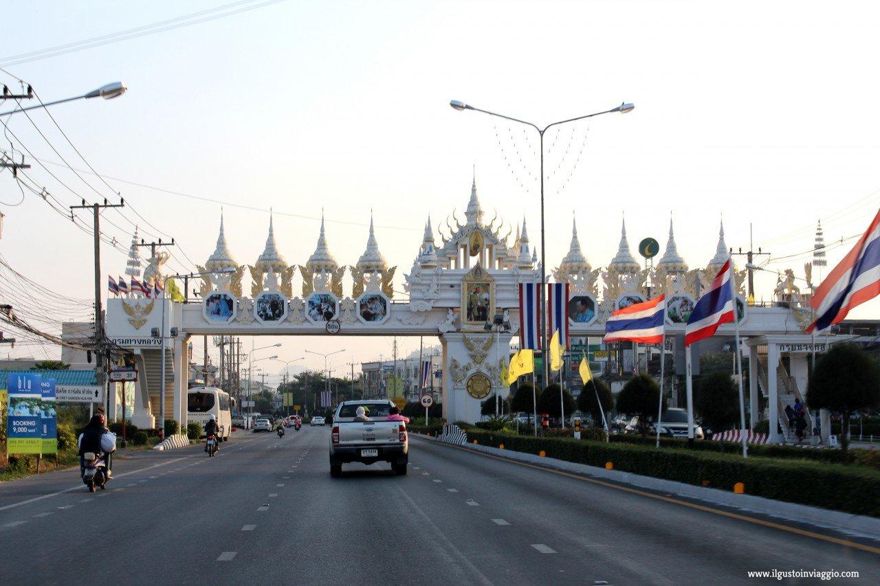 noleggio auto thailandia, guidare in thailandia