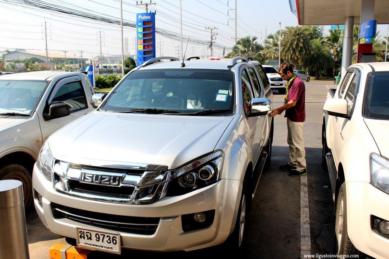 noleggio auto guidare in thailandia