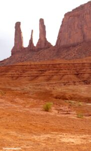 three sisters, monument valley, monument valley in auto