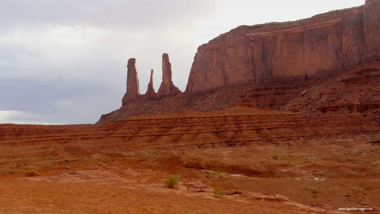 monument valley in auto, monument valley cosa vedere, three sisters