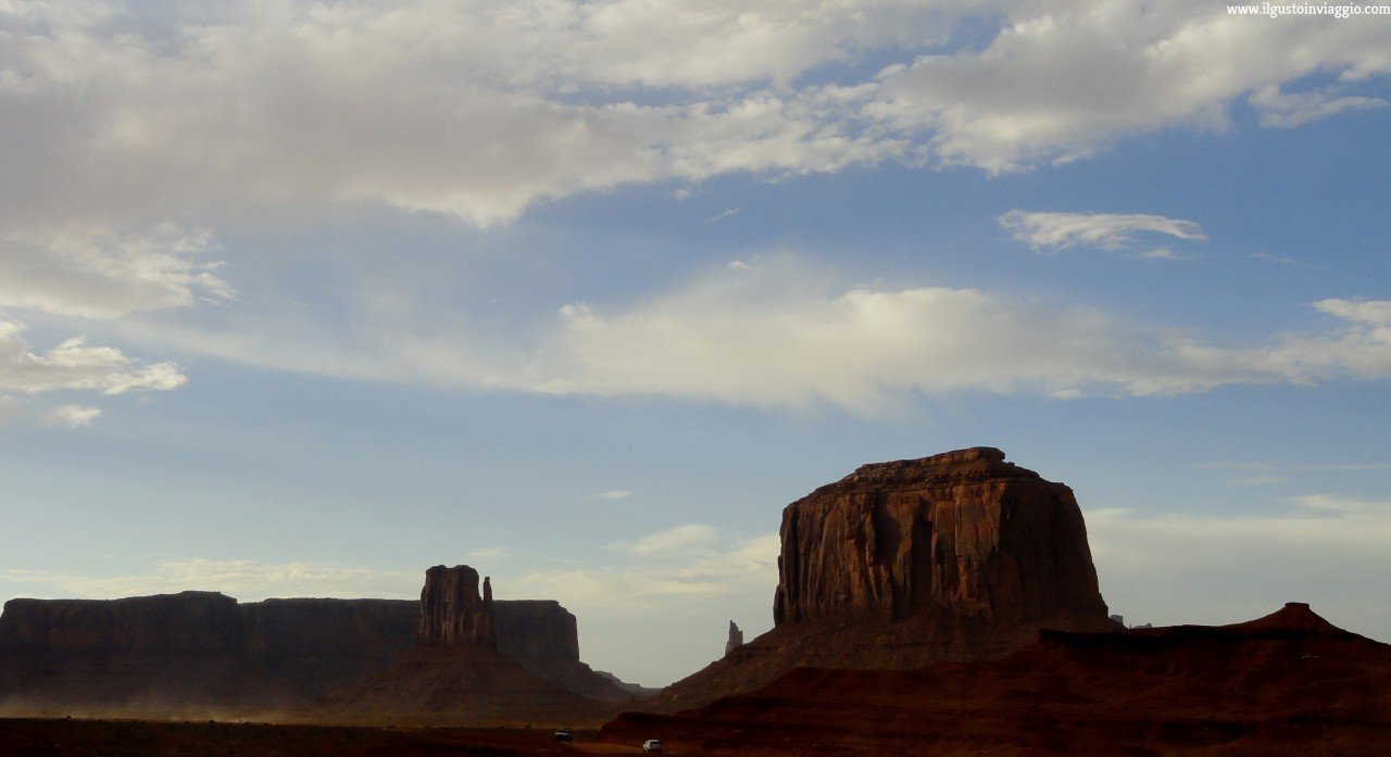 monument valley in auto, elephant butte monument valley