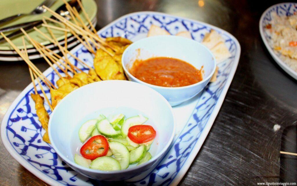 cucina thailandese. carne pollo, piatto thai