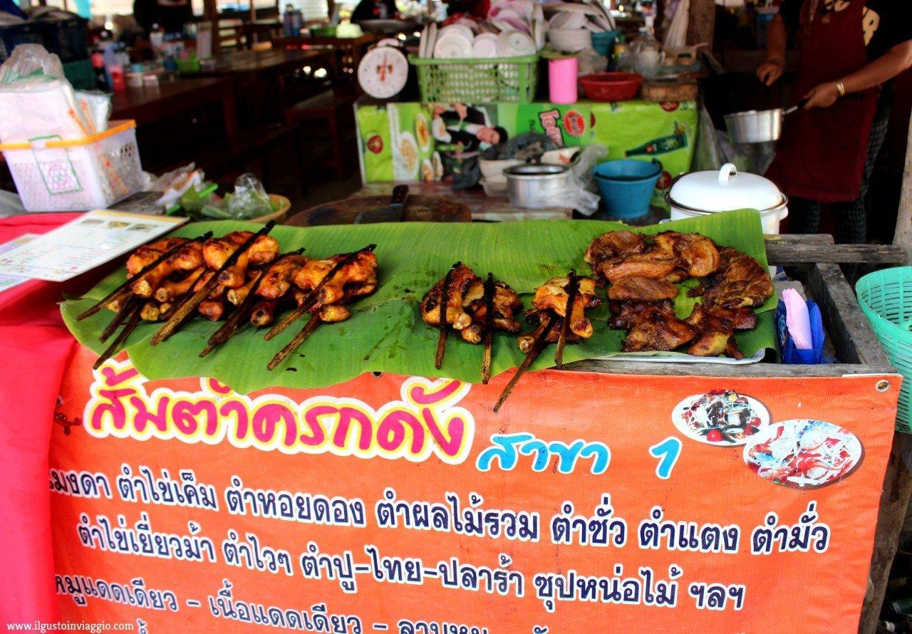 cucina thailandese, cucina thai, pollo, spiedini pollo, street food