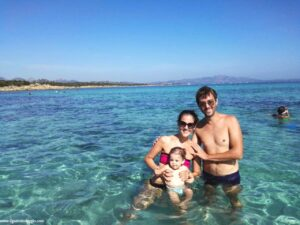 valigia per neonati, spiaggia di cala sabina golfo aranci, spiagge sardegna