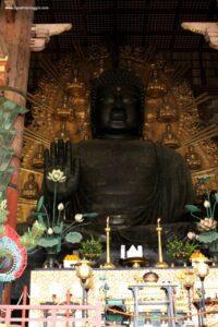 tempio todaiji di nara, buddha di nara, grande statua buddha giappone