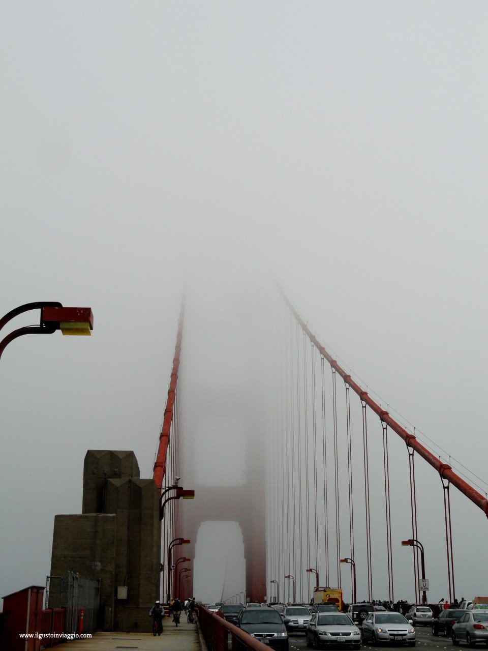 golden gate bridge in bici