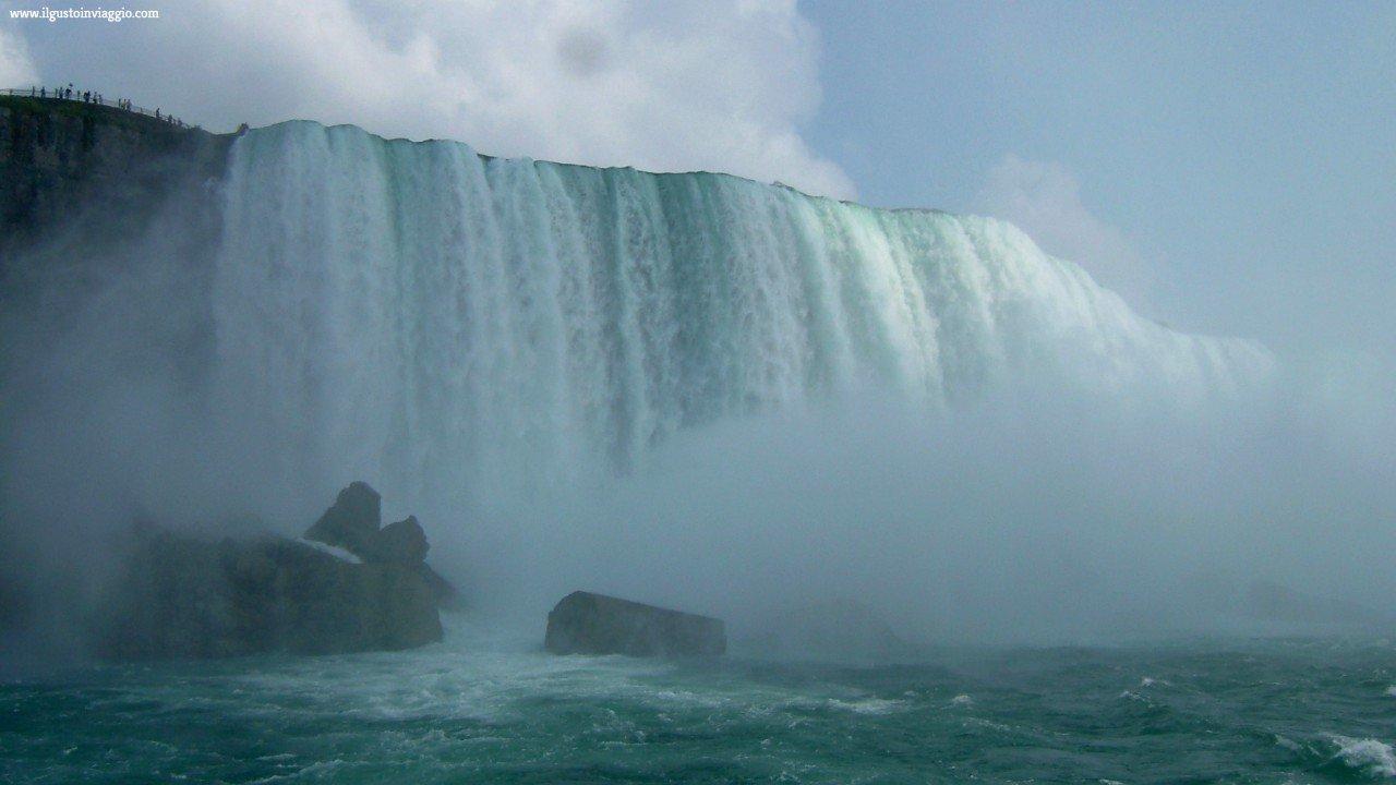 cascate del niagara con il battello, maid of the mist, niagara falls