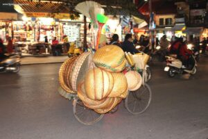 due giorni a hanoi, night market hanoi