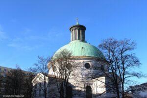 chiesa santissima trinita varsavia, panchine musicali di varsavia