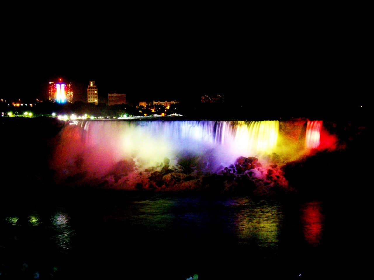 niagara fall night, cascatae del niagara con il battelo, maid of the mist