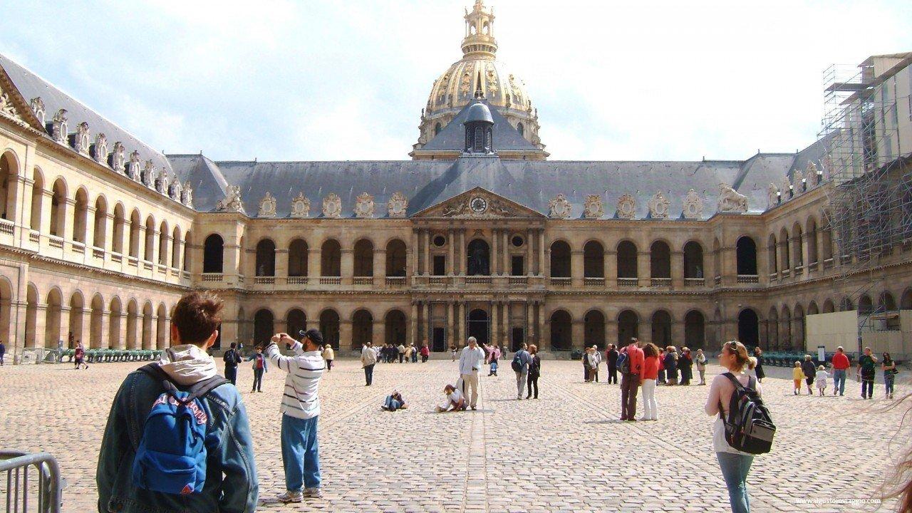 Visitare la tomba di Napoleone Bonaparte all'Hotel des Invalides