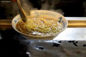 mangiare ramen a kyoto, negi ramen, ramen di fuoco