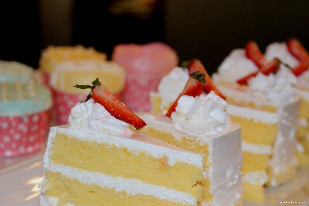 amara bangkok club lounge, dessert, strasberry cake, dormire a bangkok con i bambini