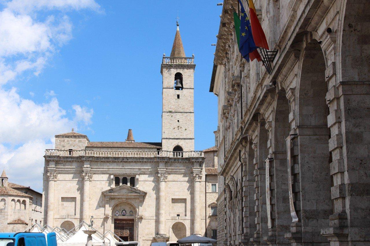 cattedrale di ascoli piceno, duomo ascoli piceno, cattedrale santo emedio ascoli, ascoli piceno in un giorno