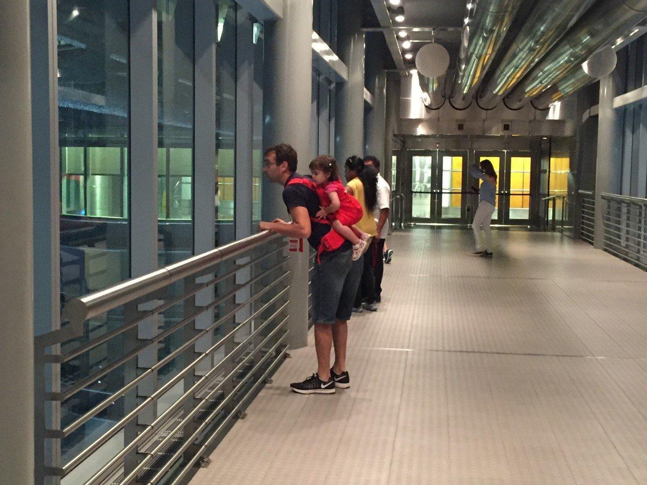 Skybridge petronas twins towers, Kuala lumpur con bambini, petronas towers con i bambini