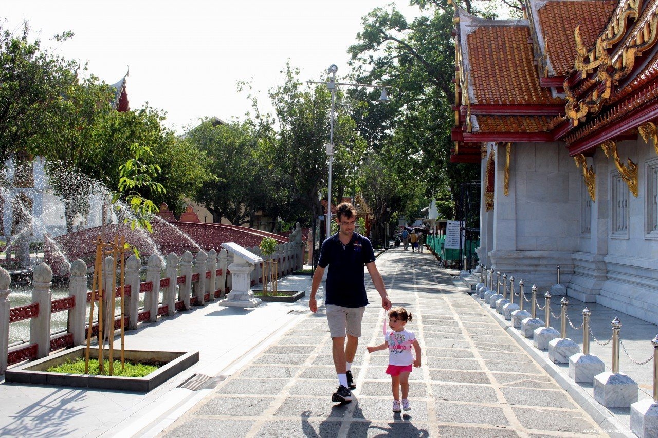 visitare il benchamabophit di bangkok, tempio di marmo bangkok , marble temple