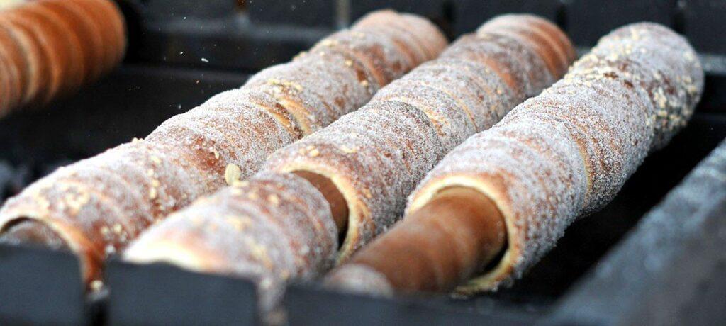 cosa mangiare a budapest, mercatini di natale di budapest, ricetta trdlo, praga ricetta dolce manicotto di boemia