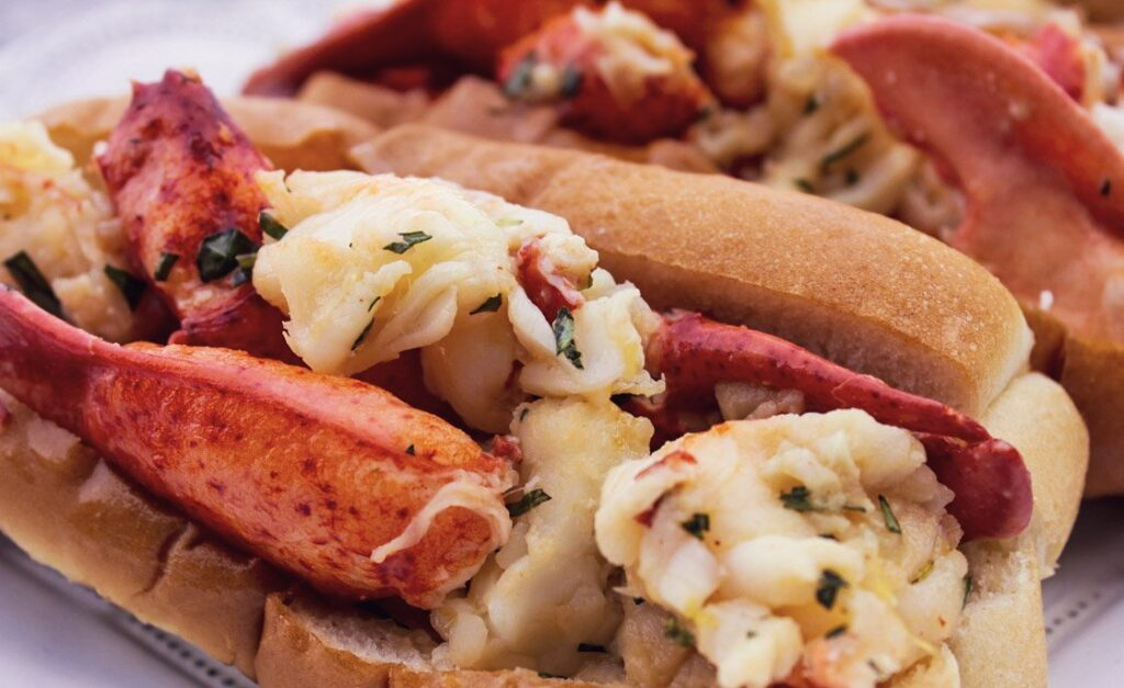cosa mangiare in canada orientale, maple syrup, lobster rolls