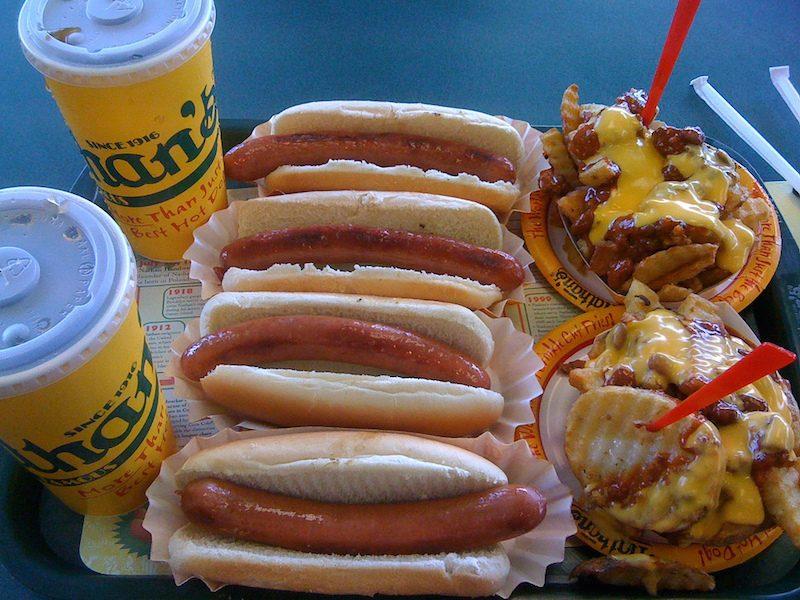 come sono gli hot dogs di nathans, il più bbuono hot dog di new york