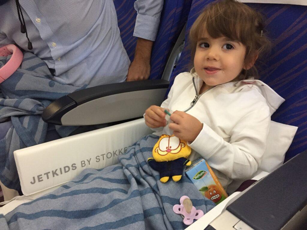 come far dormire i bambini sull'aereo, volo jet kids