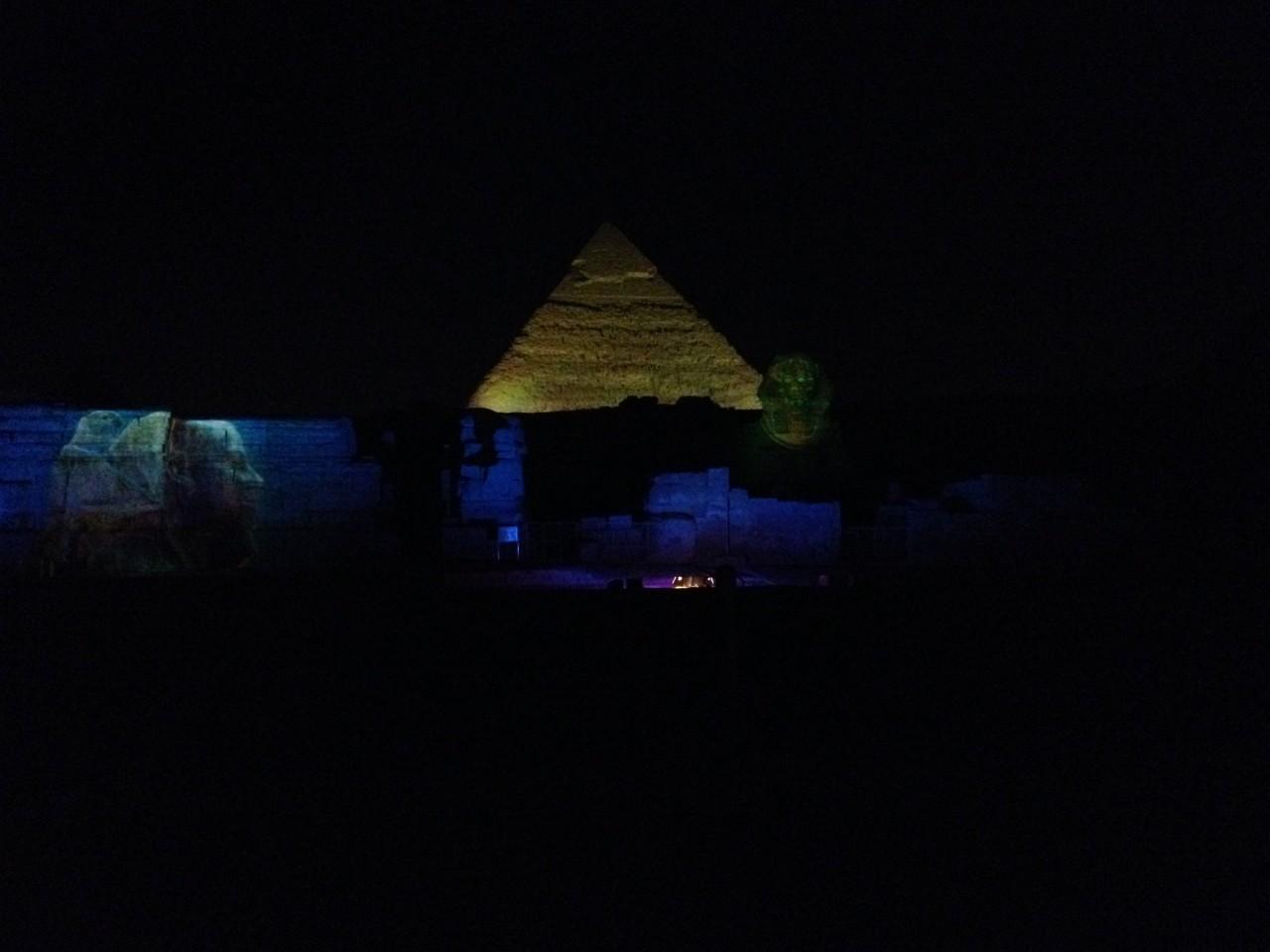 assistere allo spettacolo suoni e luci alle piramidi