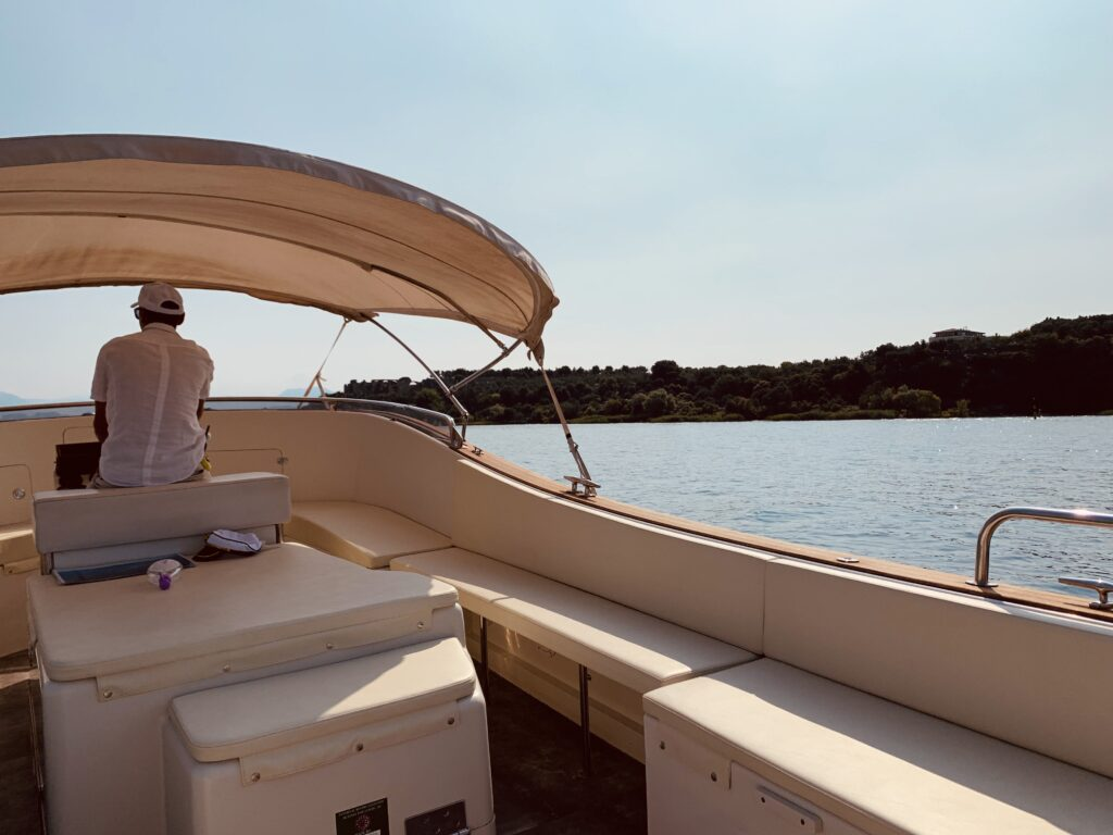 sirmione in barca con i bambini